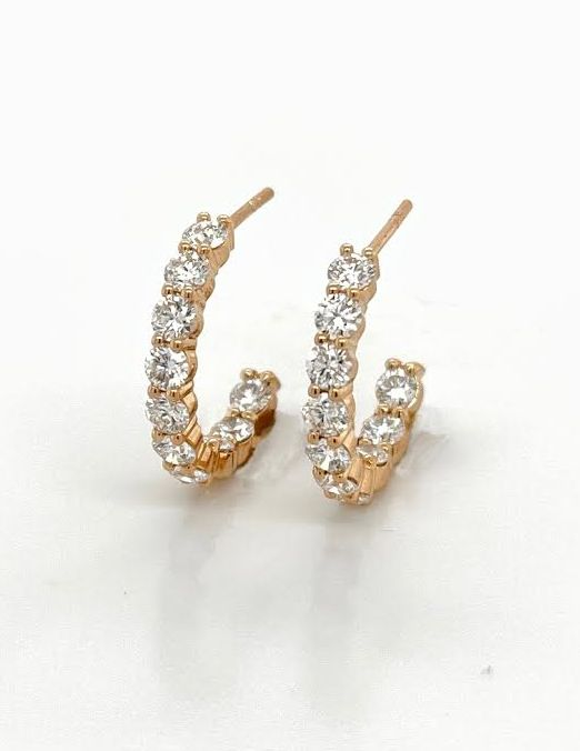 Small hoop earrings with round diamonds in rose gold